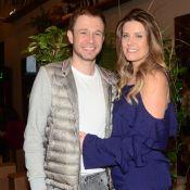Tiago Leifert tieta a mulher, Daiana Garbin, que lança site sobre saúde. Fotos!