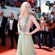 Elle Fanning ainda usou um longo Gucci no quinto dia Festival de Cannes 2017, em 21 de maio de 2017