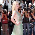 Elle Fanning optou pelo vestido Gucci para a exibição do filme 'How To Talk To Girls At Parties', em que faz parte do elenco, na 70ª edição do Festival de Cannes