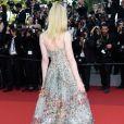 Detalhes da parte de trás do vestido Christian Dior de Elle Fanning no Festival de Cannes 2017