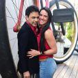 Zezé Di Camargo não frequenta casa de swing com namorada, Graciele Lacerda