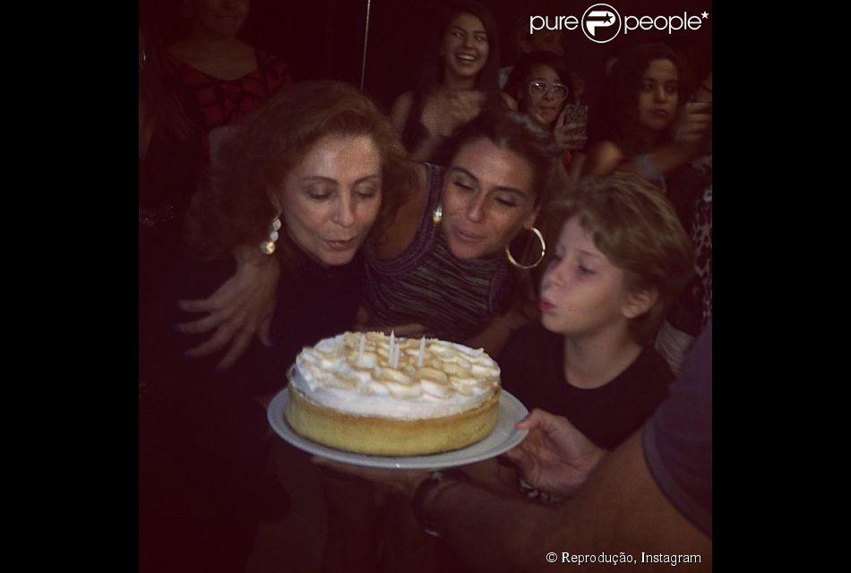 Giovanna Antonelli festeja aniversário no Rio com amigos