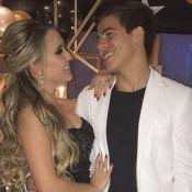 Larissa Manoela usa joia em foto com Thomaz Costa e fãs questionam: 'Aliança?'