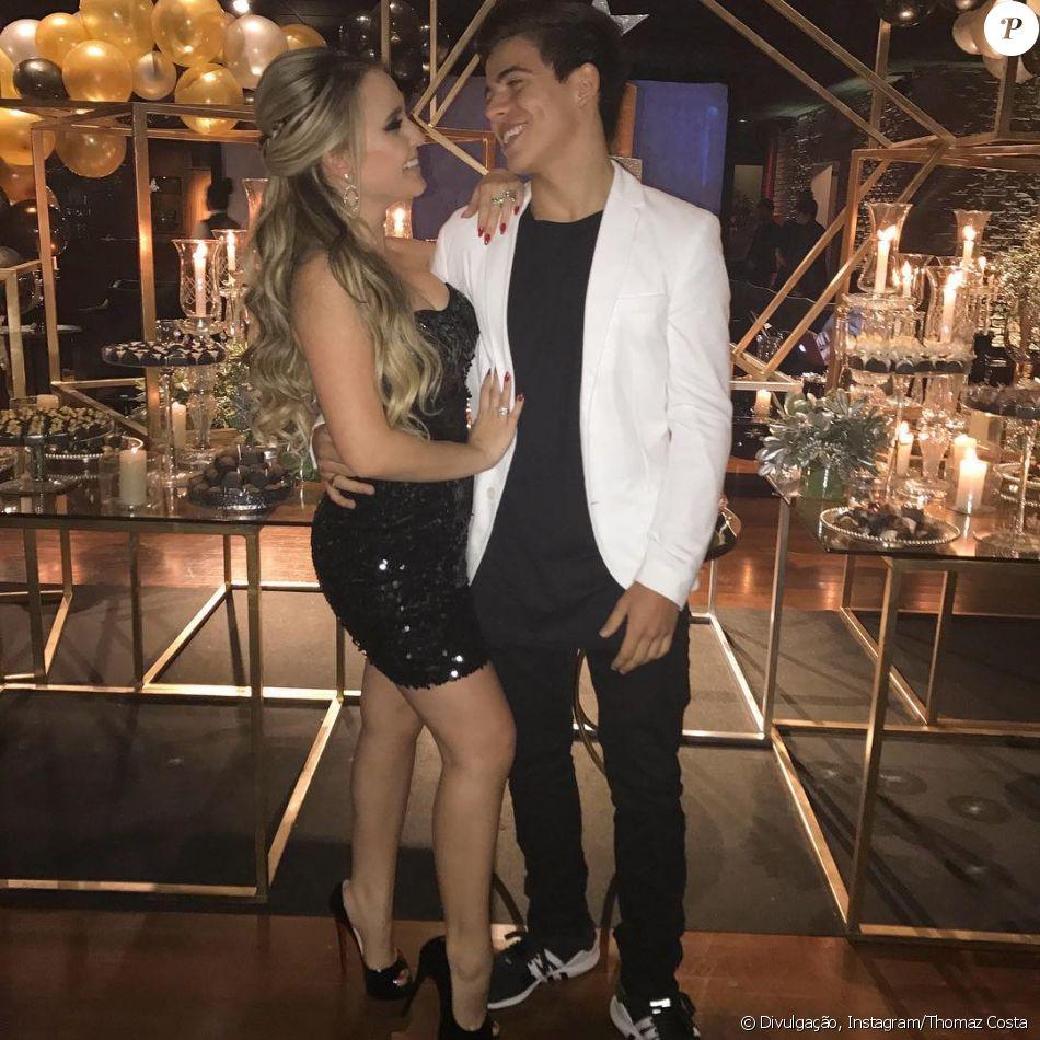 ae9d181638f00d Larissa Manoela usa joia em foto com Thomaz Costa e fãs questionam se é  aliança neste