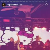 Ivete Sangalo, fantasiada, canta em festa de aniversário com amigos: 'Amo'.Vídeo