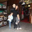 Francisca Pinto, mulher de Ricardo Pereira, levou os filhos ao aniversário de Sofia