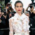 A modelo portuguesa Sara Sampaio vestiu Francesco Scognamiglio na 70ª edição do Festival de Cannes, realizado no Sul da França