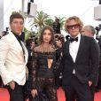 Emily Ratajkowski usou look Peter Dundas no segundo dia do Festival de Cannes, em 18 de maio de 2017