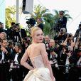 O vestido Vivienne Westwood usado por Elle Fanning no Festival de Cannes 2017 contava com desenhos na parte de trás
