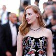 A atriz Jessica Chastain apostou na combinação de transparência com bordados coloridos na70ª edição do Festival de Cannes, realizado no Sul da França