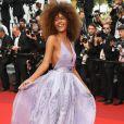 Tina Kunakey deixou os cabelos soltos e apostou no lilás com um look Armani para a 70ª edição do Festival de Cannes, realizado no Sul da França