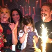 Grazi Massafera e Cauã Reymond aparecem juntos em foto do bolo na festa de Sofia