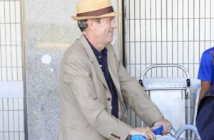 Hugh Laurie, protagonista da série 'Dr. House', desembarca no Brasil para shows