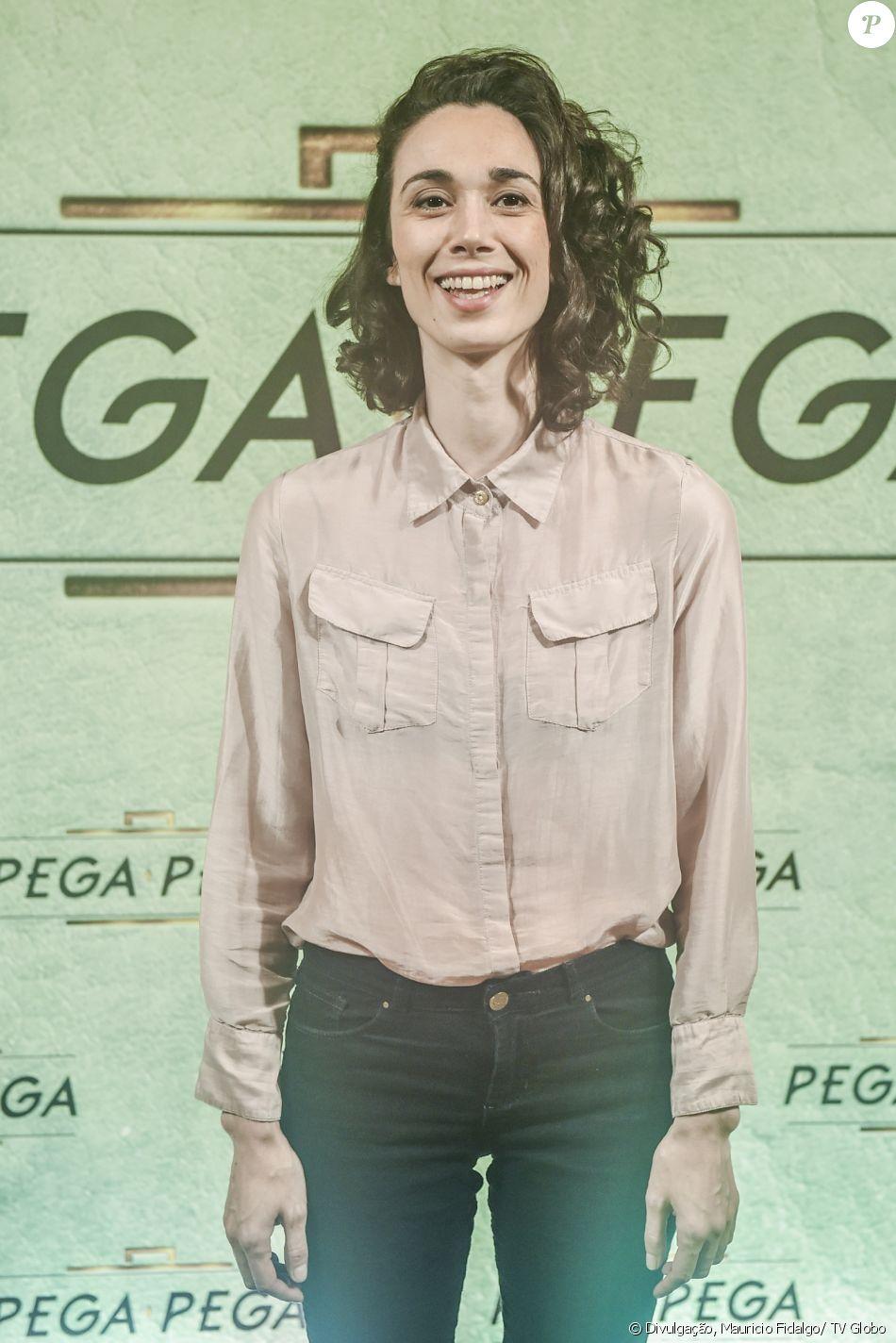 Thiare Maia Amaral é Natália na novela 'Pega Pega'
