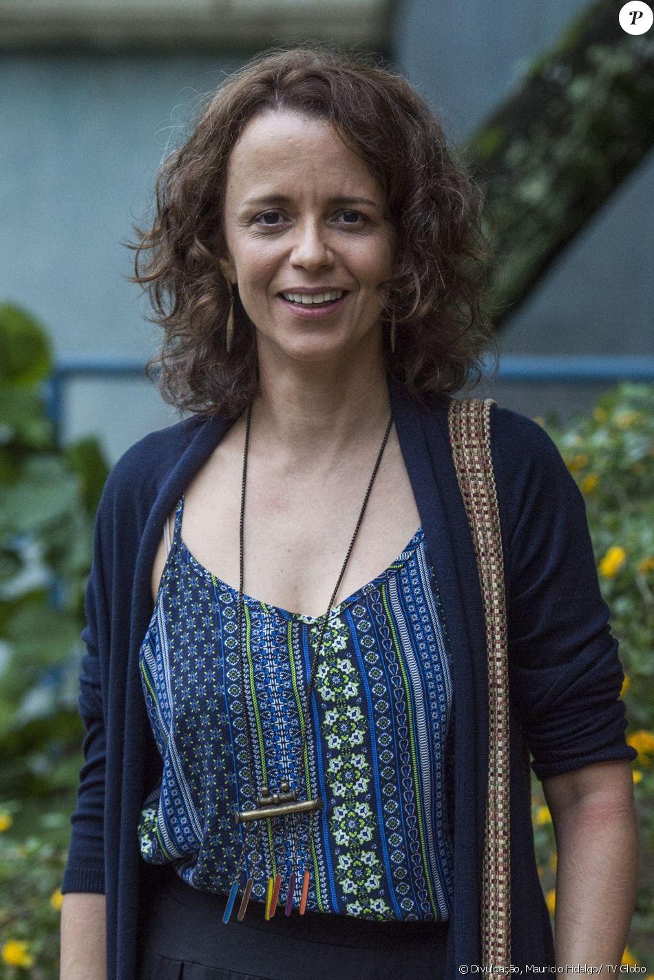 Dani Barros é Tereza na novela 'Pega Pega'