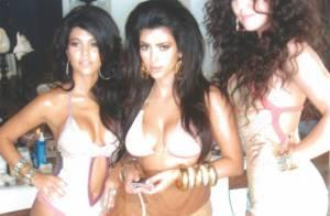 Kim Kardashian e suas irmãs aparecem em foto antes da fama com cabelos volumosos