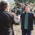 Após armar plano para matar Júlia (Nathalia Dill) e Salvatore ( Simon Petracchi ), Alex (Caio Paduan) é assassinado por Ivan ( Augusto Zacchi ) a mando do mafioso na novela 'Rock Story'
