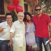 Paulo José faz aniversário e ganha parabéns nos bastidores de 'Em Família'