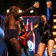 Simone e Simaria brindam sucesso em show em São Paulo
