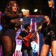 Simone e Simaria tomam cerveja e comemoram sucesso durante show em São Paulo