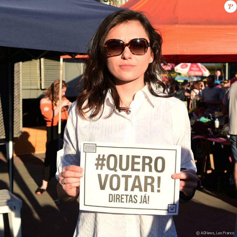 Monica Iozzi participa de manifestação a favor das Diretas Já, em São Paulo, em 4 de junho de 2017