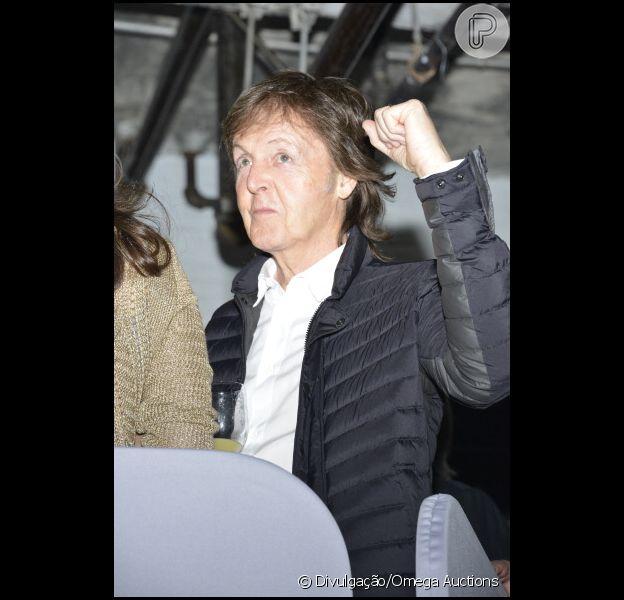 Piano usado por Paul McCartney é vendido por R$ 220 mil em leilão em Liverpool, no Reino Unido nesta sexta-feira, 21 de março de 2014