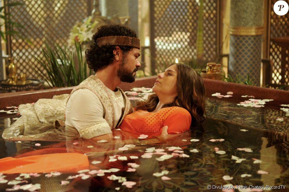 Após salvar Lia (Tammy Di Calafiori) da morte, Daniel (Gabriel Gracindo) pede a hebreia em casamento, no capítulo 85 da novela 'O Rico e Lázaro'