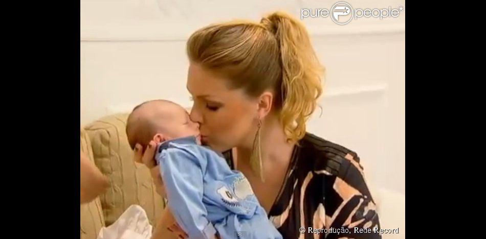 Ana Hickmann mostrou o filho, Alexandre Jr., ao vivo no 'Programa da Tarde' desta sexta-feira (21 de março de 2014)