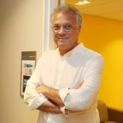 Pai pela 4ª vez, Pedro Bial comenta experiência:'Fazer 60 anos trocando fraldas'