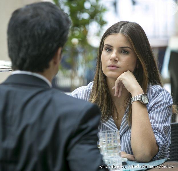 Camila Queiroz analisa o relacionamento de Luiza e Eric (Mateus Solano) na novela 'Pega Pega' e afirma que a jovem ficará dividida com seus sentimentos