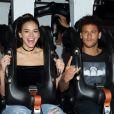 Bruna Marquezine foi alvo de brincadeira do namorado, Neymar, ao se aventurar em uma das montanhas-russas do Six Flags Magic Mountain: 'Ficou com medo'