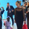 Títi, filha de Giovanna Ewbank, esbanjou estilo durante embarque no aeroporto Santos Dumont