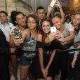 Paloma Bernardi faz presença vip na loja de lingerie Liebe, da qual é garota-propaganda, e posa ao lado dos fãs, em Fortaleza, em 23 de março de 2014