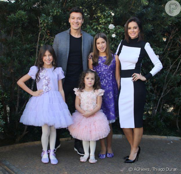 Rodrigo Faro e Vera Viel comemoraram neste domingo, 11 de junho de 2017, os aniversários das filhas Maria e Clara