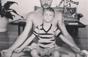 Rodrigo Hilbert medita com o filho e posta foto em rede social: 'Namastê'