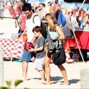 Cris Dias, separada de Thiago Rodrigues, curte praia com filho do casal. Fotos!