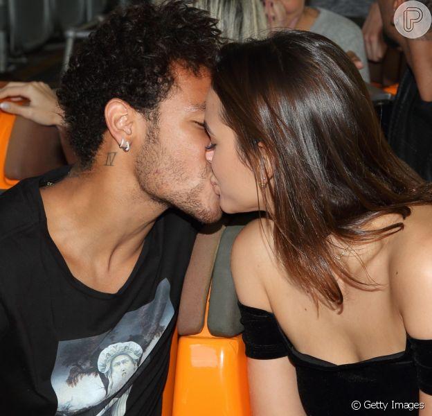 Bruna Marquezine posta vídeo de beijo em Neymar nesta segunda-feira, dia 12 de junho de 2017