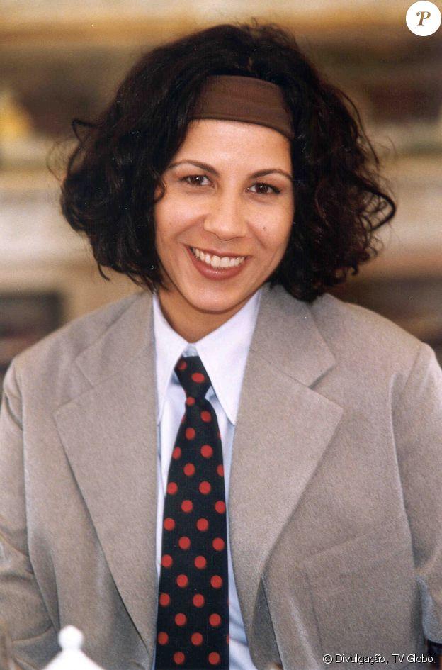 A professora Lourdes (Carla Daniel) da novela 'O Cravo e a Rosa' representa o signo de virgem