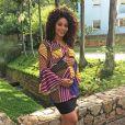 Juliana Alves posa exibindo o barrigão e conta não estar encanada em fazer dieta na gravidez