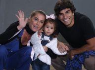 Deborah Secco vai com a filha, Maria Flor, a show e a bebê acena para fotos