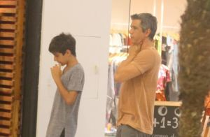 Márcio Garcia e filho compram blusas iguais e deixam loja usando a peça.  Fotos! 2cd16ac267