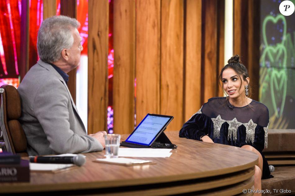 Anitta assumiu que está em um relação amorosa no 'Conversa com Bial', na última quinta-feira, 15 de junho de 2017