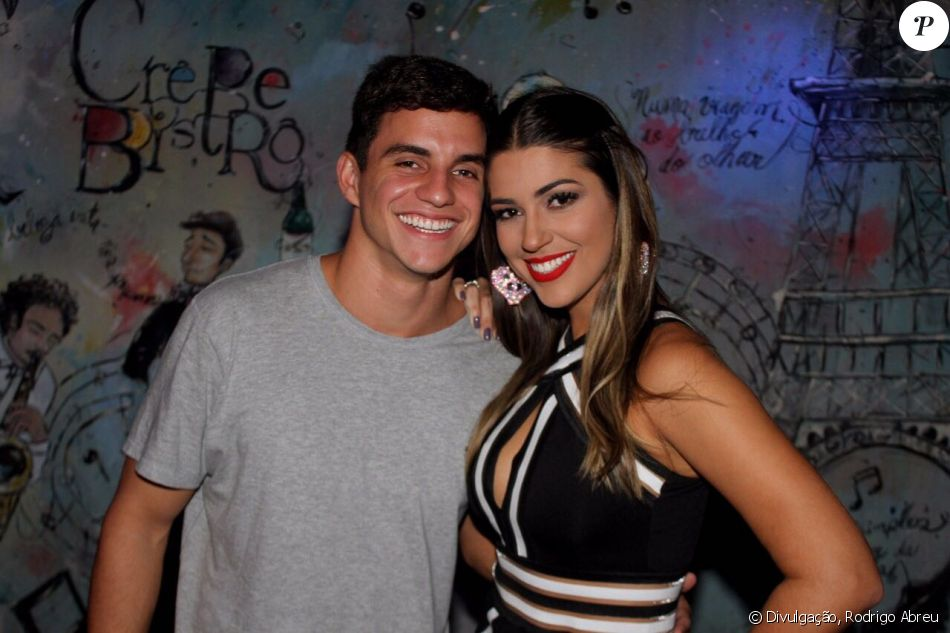 A ex-BBB Vivian deu detalhes do pedido de namoro de Manoel Rafaski em seu Youtube
