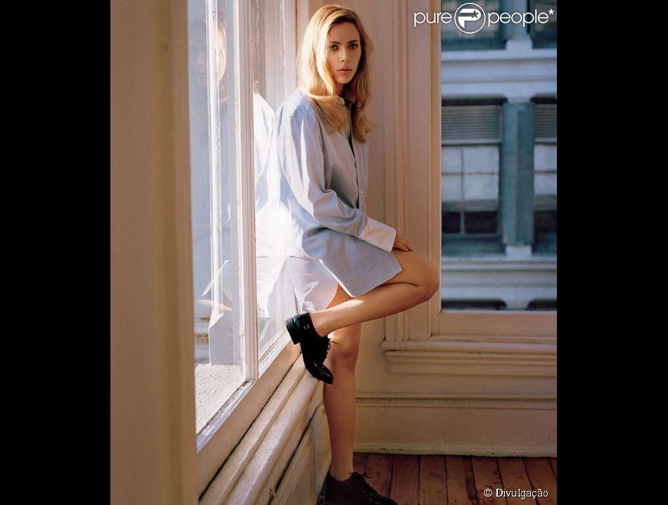 Grávida do noivo, Romain Dauric, Scarlett Johansson posa sexy e diz: 'Não quero ser um objeto de desejo'