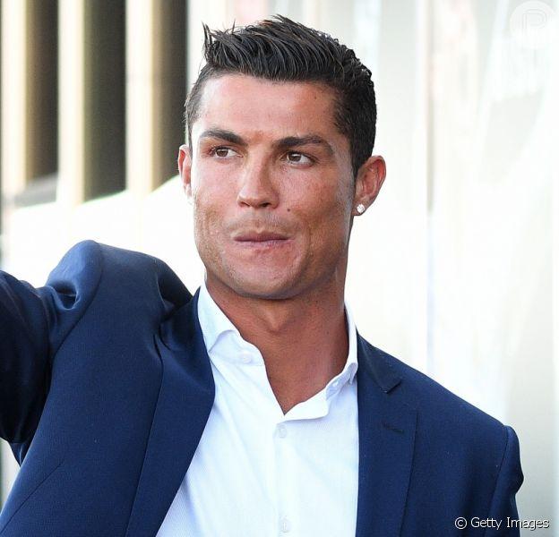 Cristiano Ronaldo pagou R$ 750 mil por barriga de aluguel de filhos gêmeos, diz jornal português