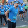 Bruno Gagliasso aqueceu antes de correr a meia maratona  Olympikus