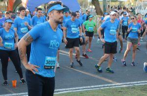 a71745b778b1e Bruno Gagliasso ganha beijo de Giovanna Ewbank ao correr maratona no Rio.  Fotos!