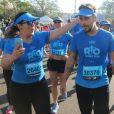 Bruno Gagliasso é tietado por fãs após competir meia maratona  Olympikus