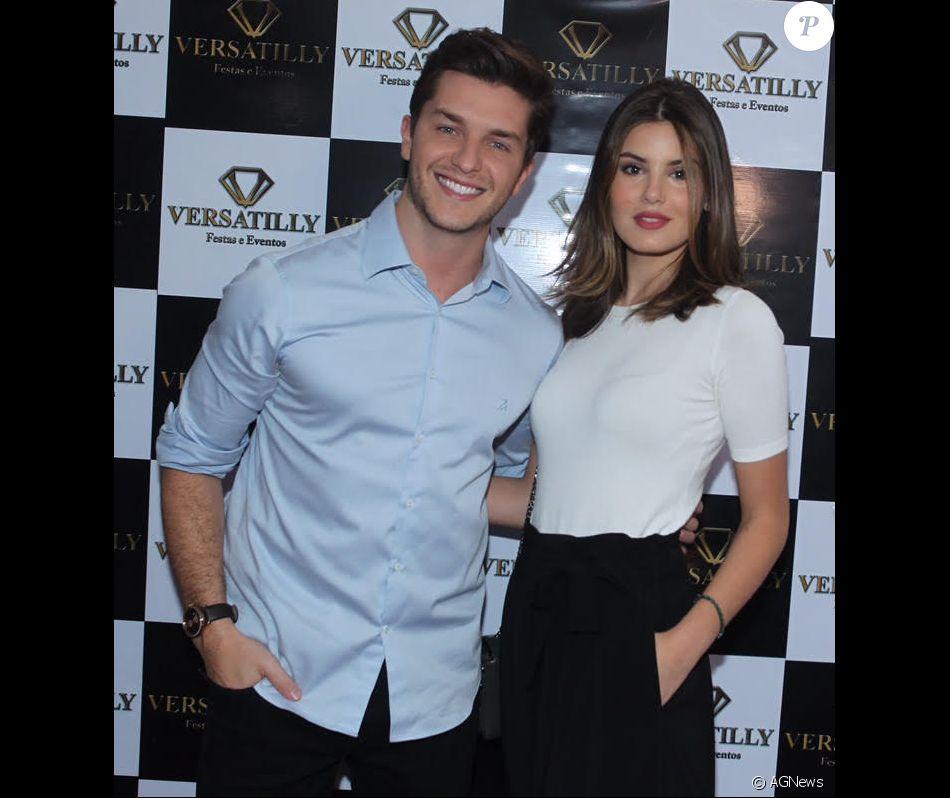 Camila Queiroz e Klebber Toledo estão noivos! A informação foi confirmada em 18 de junho de 2017
