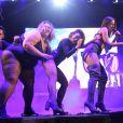 Anitta se apresenta com suas bailarinas plus size no Rio Samba Fast no Estádio Nilton Santos, Engenhão, na noite deste domingo, 18 de junho de 2017